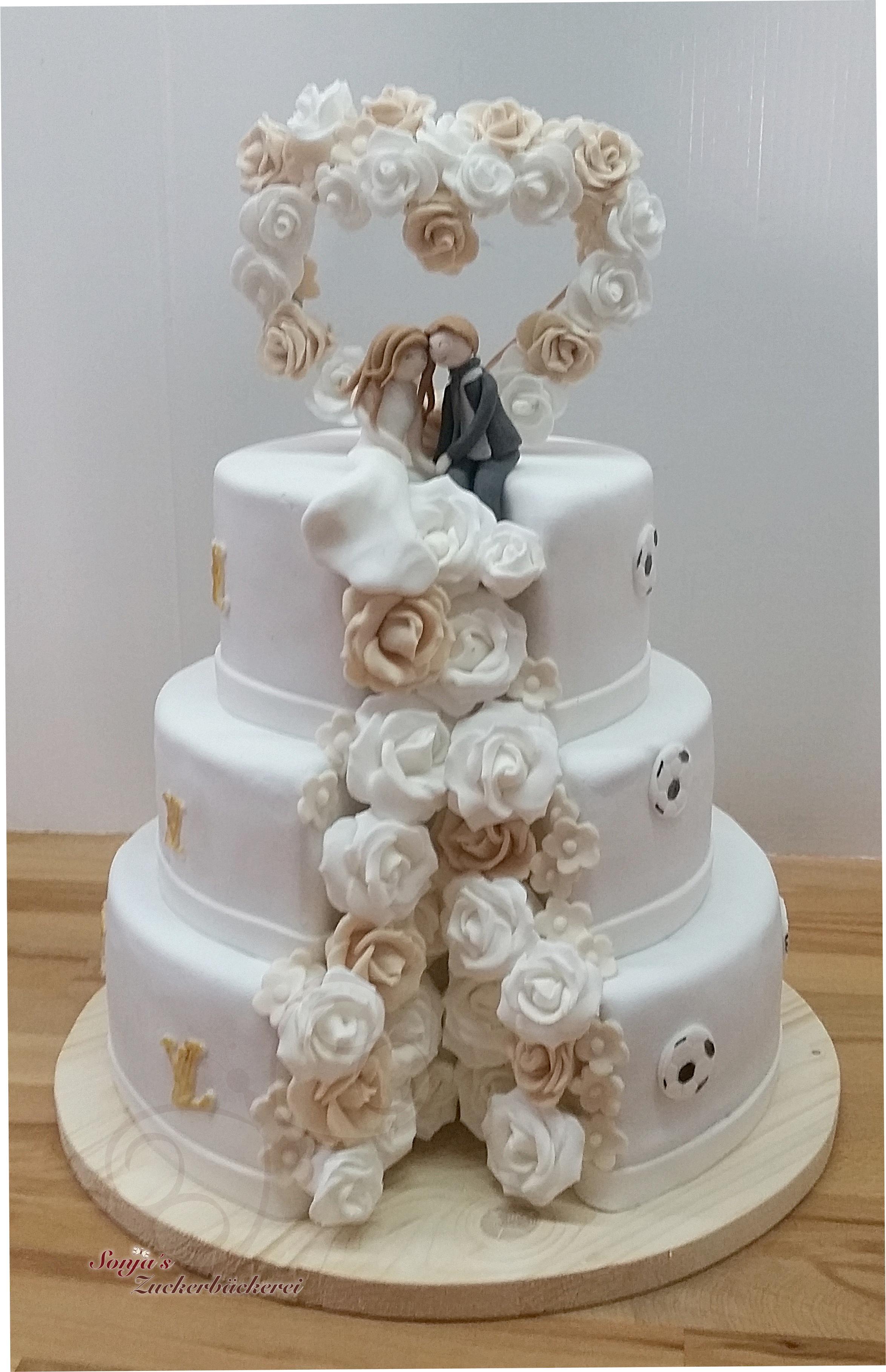 Hochzeitstorte Weiss Beige Gold Brautpaar Im Rosen Herz Bogen
