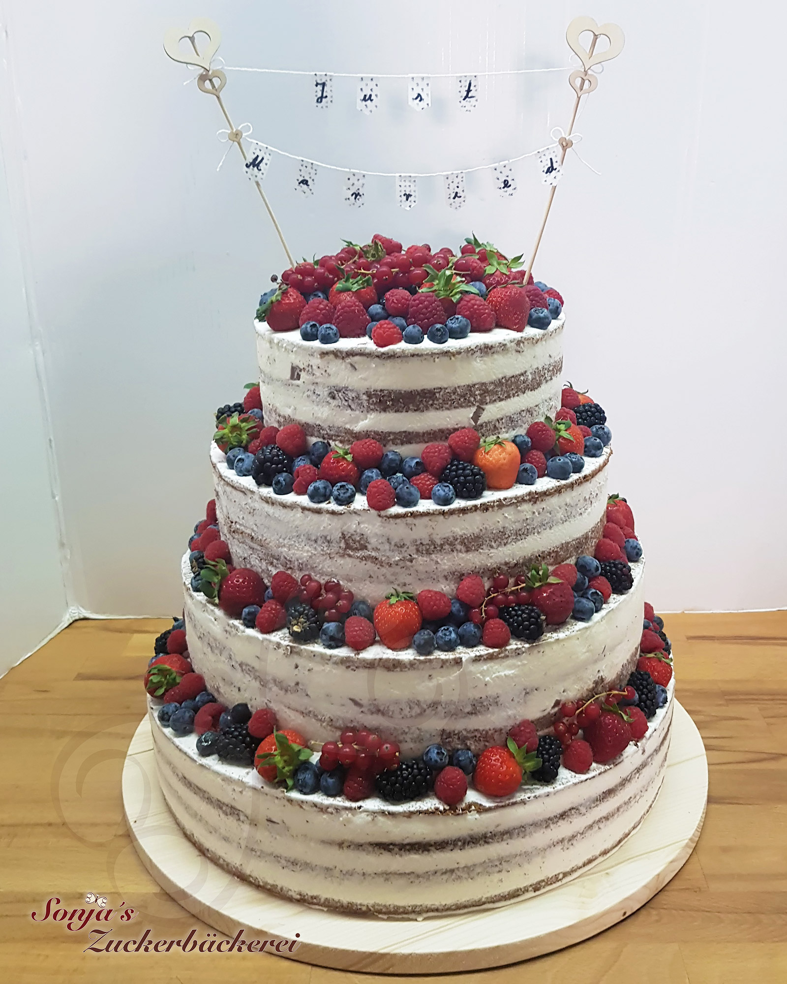 hochzeit-naked-cake-wimpel